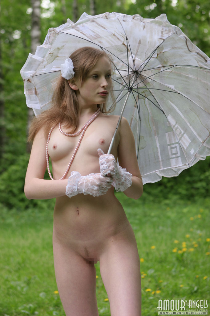【外人】ロシアのパイパンまんこ美少女ニュージア(Nusia)のポルノ画像 1