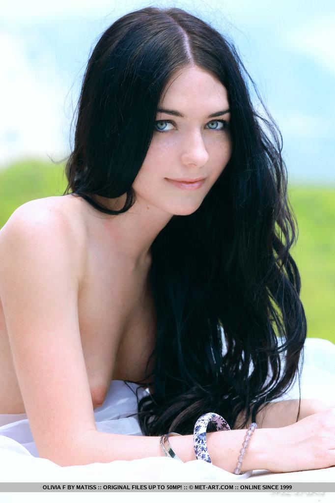 【外人】ロシアン美女オリビア(Olivia F)真っ黒な黒髪でおっぱいとパイパンまんこ丸出しなポルノ画像 1014