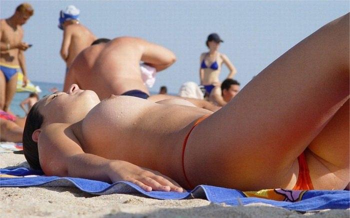 【外人】ウクライナのヌーディストビーチで巨乳おっぱいをプルンプルンさせてる素人美女のポルノ画像 1054