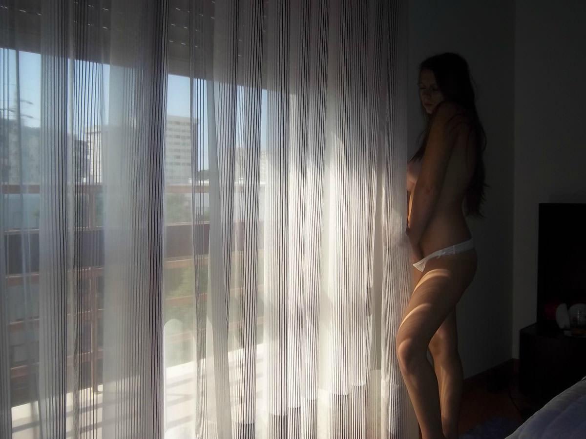 【外人】妊娠中の人妻のマタニティーフルヌードポルノ画像 1195