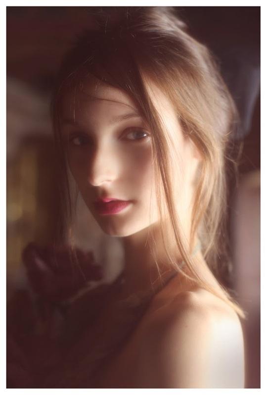 【外人】絵画の世界に居るような美少女のセミヌードポルノ画像 1222