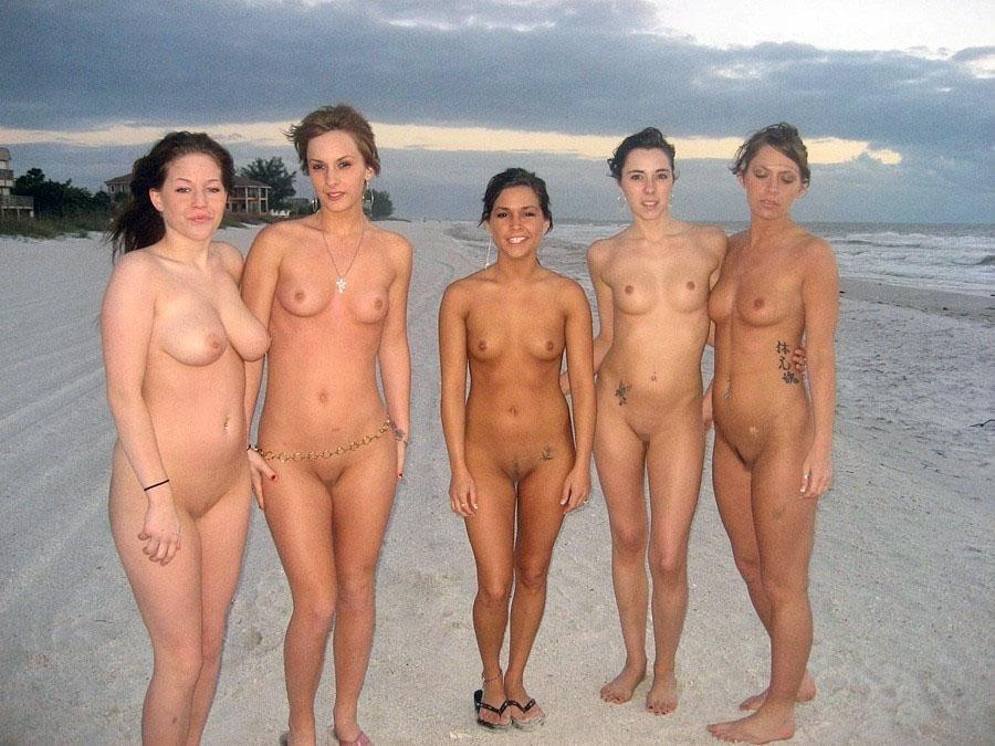 【外人】全裸でお構いなしに記念撮影しちゃう素人美女の露出ポルノ画像 1228