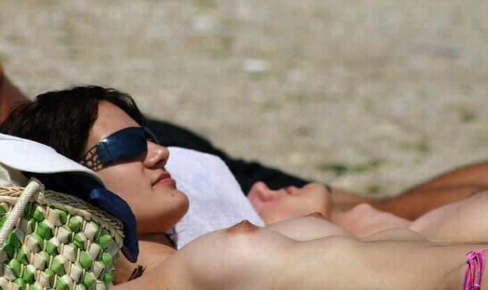 【外人】ウクライナのヌーディストビーチで巨乳おっぱいをプルンプルンさせてる素人美女のポルノ画像 1250