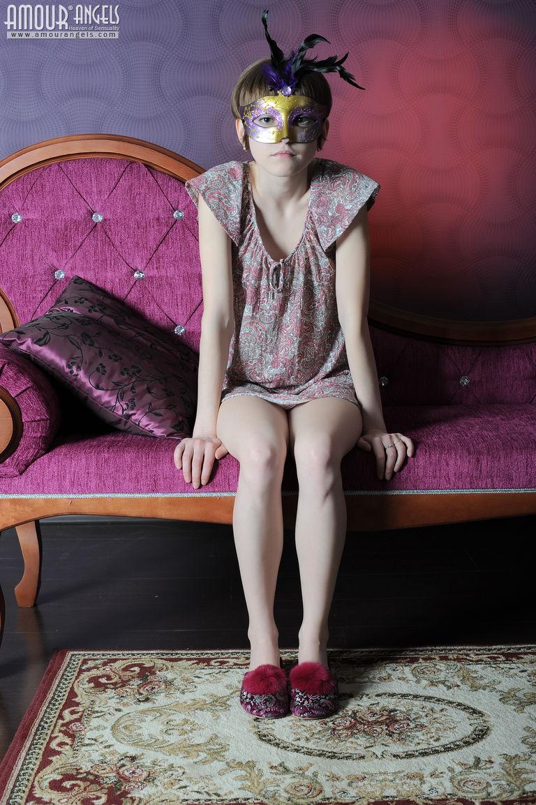 【外人】幼児体型貧乳ピンク乳首ネッリ(Nelli)のロリロリパイパンまんこポルノ画像 128