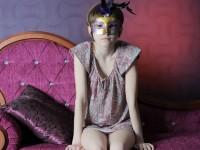 【外人】幼児体型貧乳ピンク乳首ネッリ(Nelli)のロリロリパイパンまんこポルノ画像