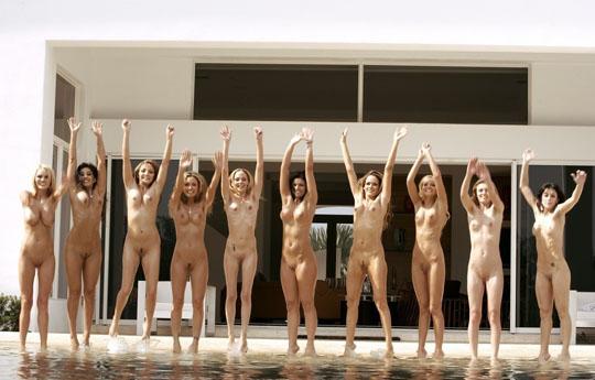【外人】世界の美女だけが集合した野外露出のヌードポルノ画像 1316