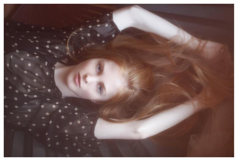 【外人】美しい妖精のような華やかさで魅了する白人美少女のポルノ画像 1412