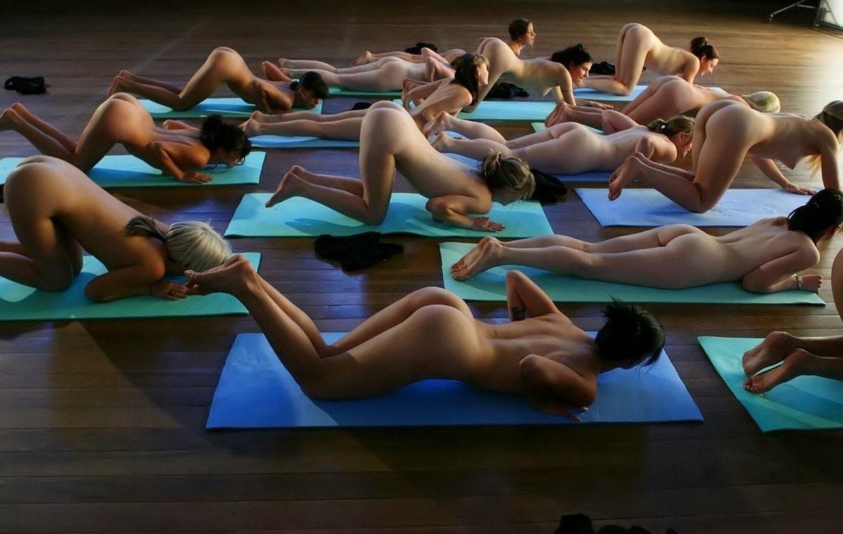【外人】全裸で集団ヨガに励む美女達のセクシーポルノ画像 1436