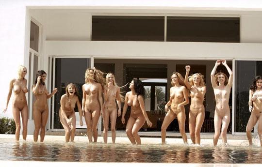 【外人】世界の美女だけが集合した野外露出のヌードポルノ画像 1513