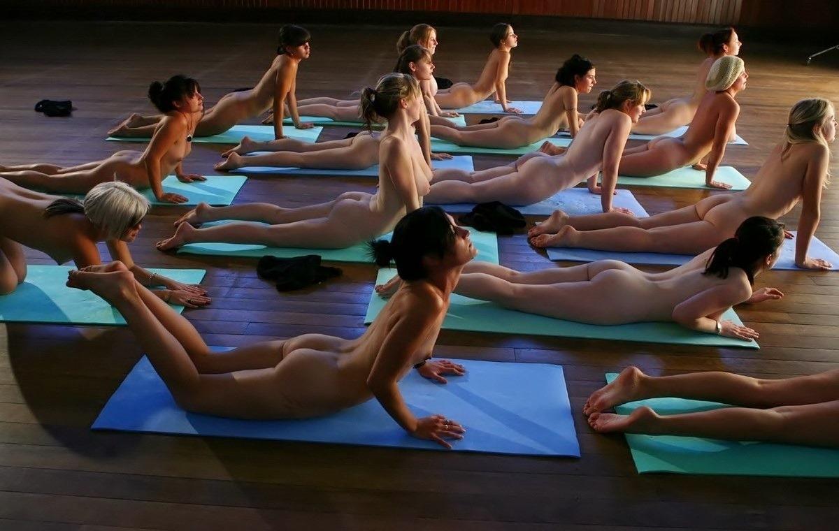 【外人】全裸で集団ヨガに励む美女達のセクシーポルノ画像 1536