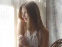 【外人】美しい妖精のような華やかさで魅了する白人美少女のポルノ画像