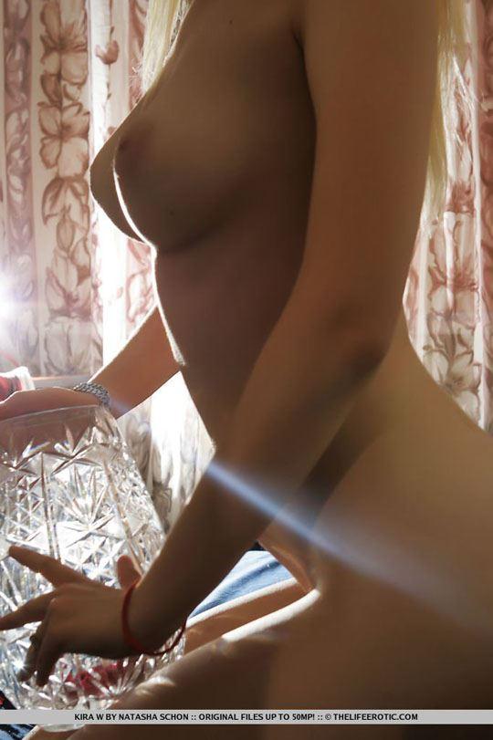 【外人】ウクライナ美女Kira Wの芸術的なヌードのポルノ画像 1627