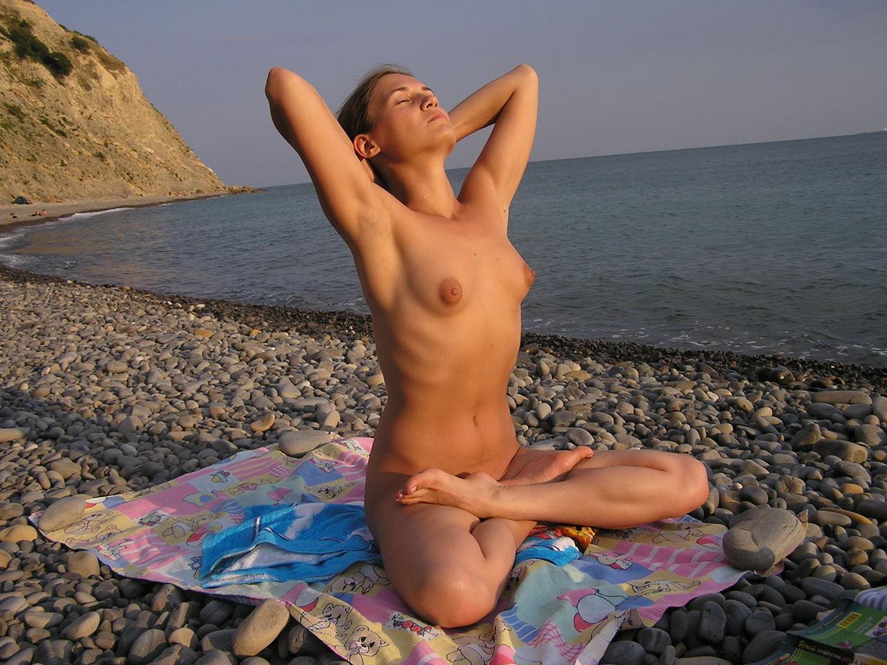 【外人】全裸で集団ヨガに励む美女達のセクシーポルノ画像 1633