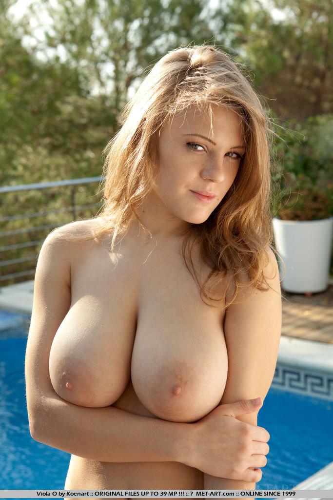 【外人】巨乳おっぱいをカメラ目線で見せつけるポルノ画像 179