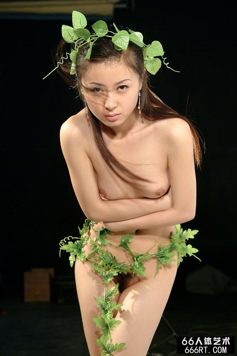 【外人】中国人のロリ顔美少女がおっぱい晒すポルノ画像 1917