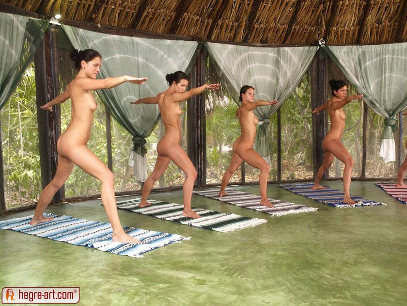 【外人】全裸で集団ヨガに励む美女達のセクシーポルノ画像 2026