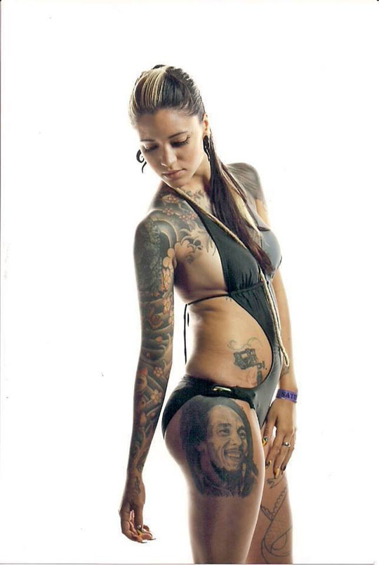 【外人】美しい素肌にタトゥーを施す美女達のポルノ画像 207
