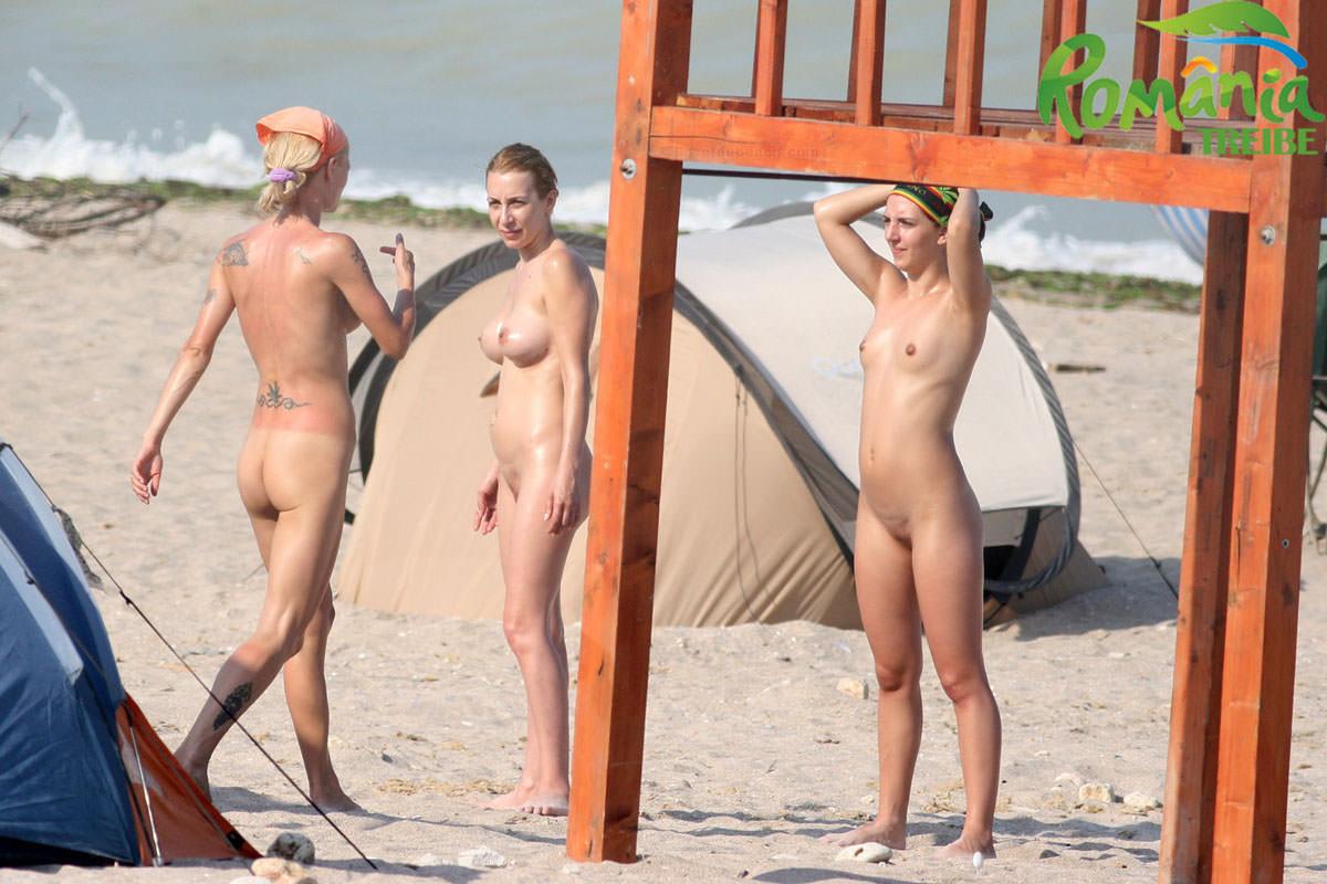 【外人】ウクライナのヌーディストビーチで巨乳おっぱいをプルンプルンさせてる素人美女のポルノ画像 2147
