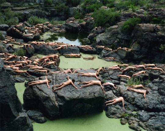 【外人】5000人の裸の女性達が作り出す全裸アートの露出ポルノ画像 2161