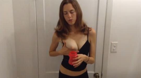 【外人】搾乳が上手くいかない超美巨乳人妻のポルノ画像 2166