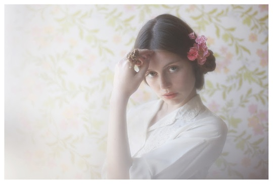 【外人】絵画の世界に居るような美少女のセミヌードポルノ画像 2311