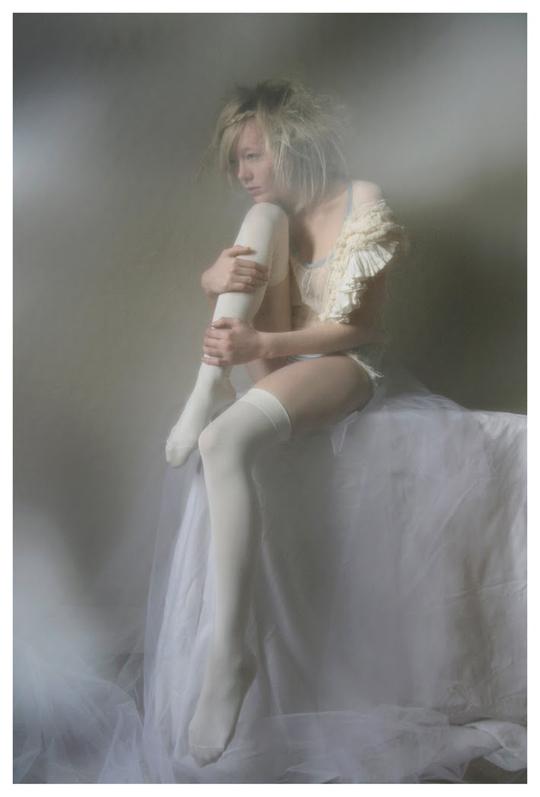 【外人】ブロンドヘアのガチ天使が魅せるプライベートセミヌードポルノ画像 242