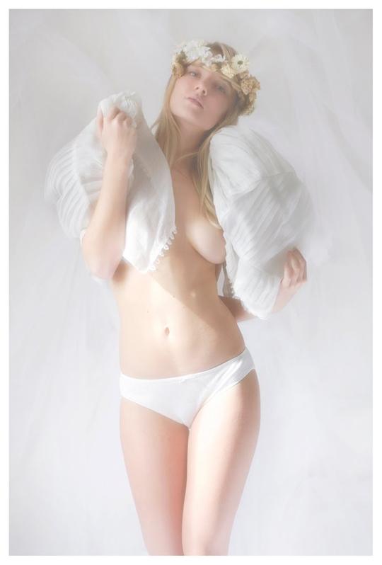 【外人】ブロンドヘアのガチ天使が魅せるプライベートセミヌードポルノ画像 262