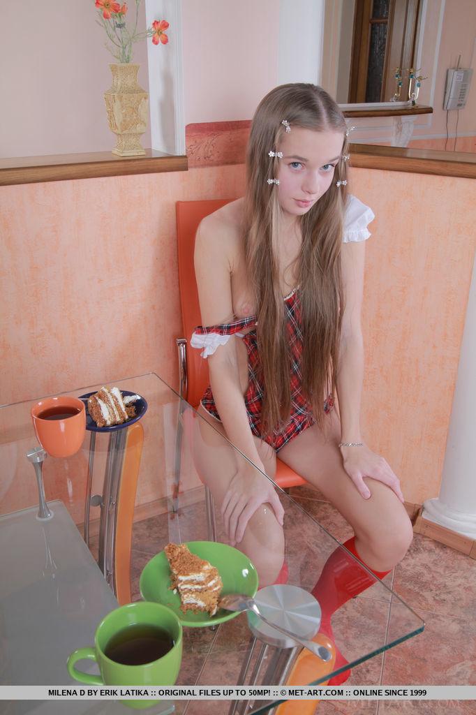 【外人】ウクライナ人の18歳美少女モデルミレーナ(Milena D)のロングヘアに萌えるポルノ画像 27