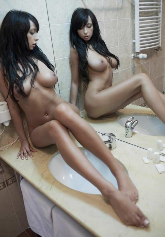 【外人】SNSへ投稿される海外美女達のヌード自画撮りポルノ画像 2714