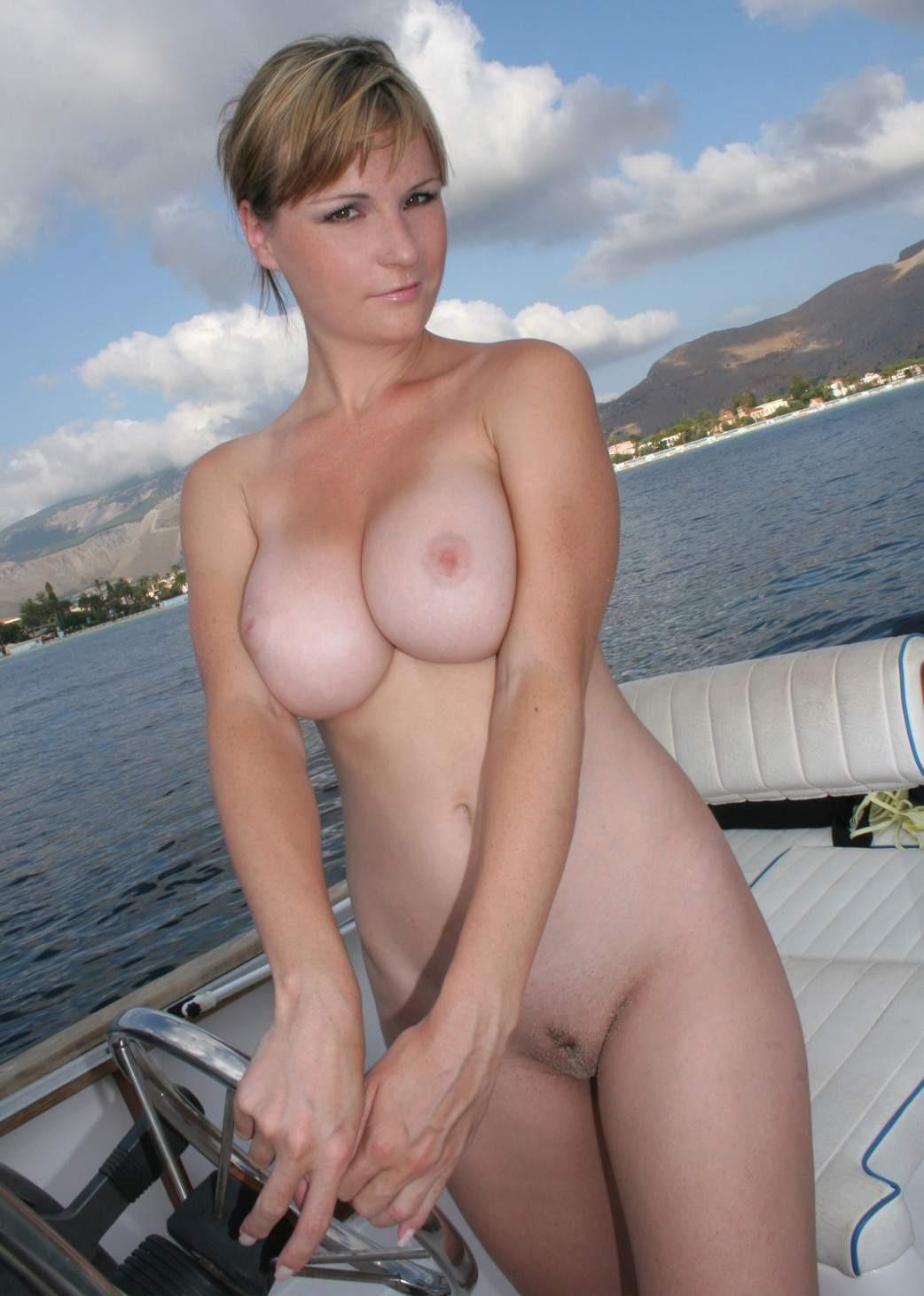 【外人】ヌーディストビーチで撮影された素人白人美女のパイパンまんこポルノ画像 274
