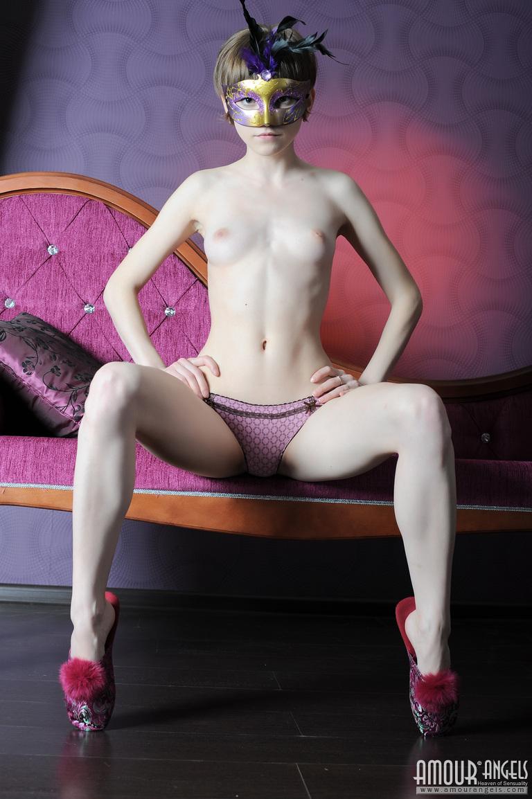 【外人】幼児体型貧乳ピンク乳首ネッリ(Nelli)のロリロリパイパンまんこポルノ画像 29