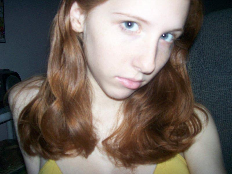 【外人】18歳のパイパンまんこがネット彼氏に顔出しでエロ画像送ったポルノ画像 3011