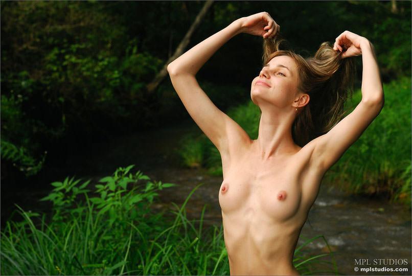 【外人】研ぎ澄まされた容姿と笑顔がガチで可愛すぎるAnyaのフルヌードポルノ画像 3107