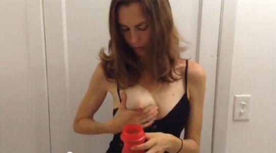 【外人】搾乳が上手くいかない超美巨乳人妻のポルノ画像 3123