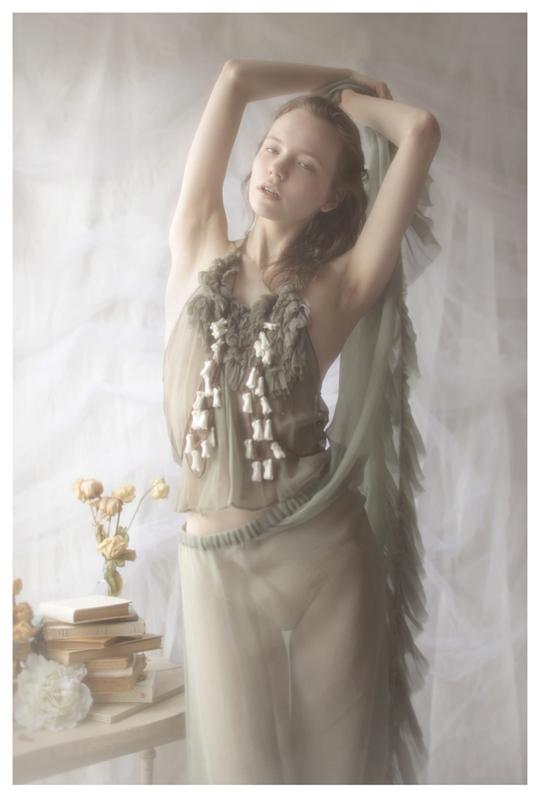 【外人】ブロンドヘアのガチ天使が魅せるプライベートセミヌードポルノ画像 319