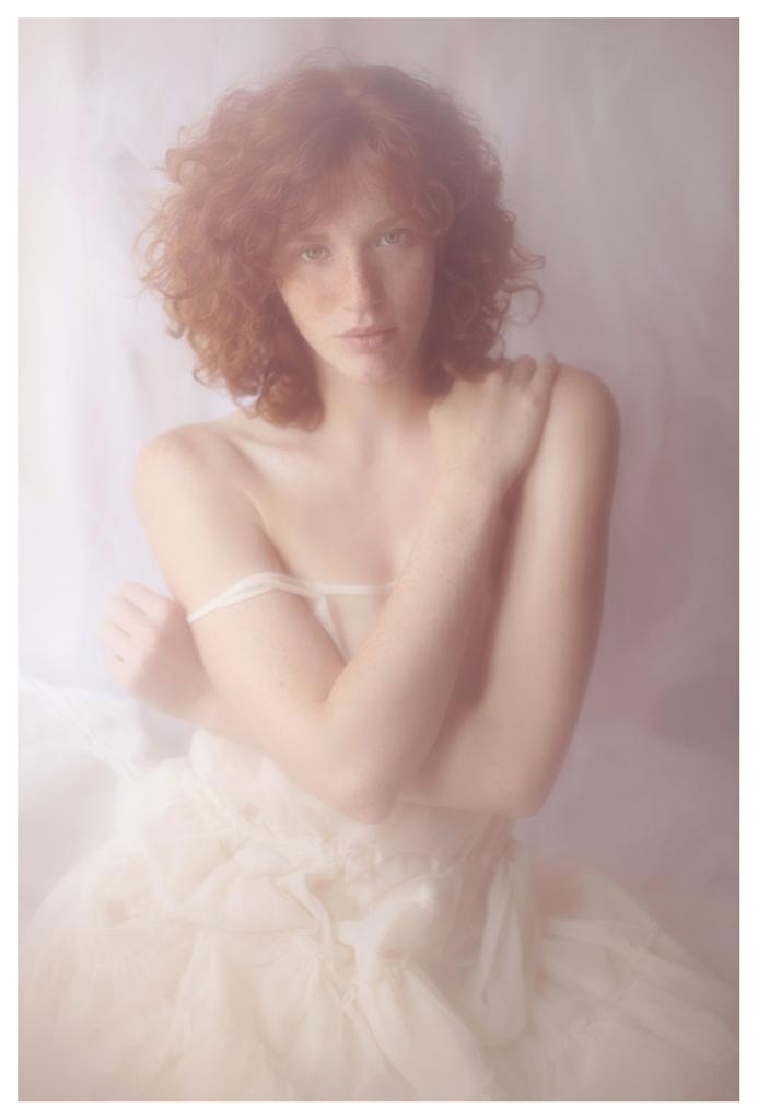 【外人】美しい妖精のような華やかさで魅了する白人美少女のポルノ画像 332