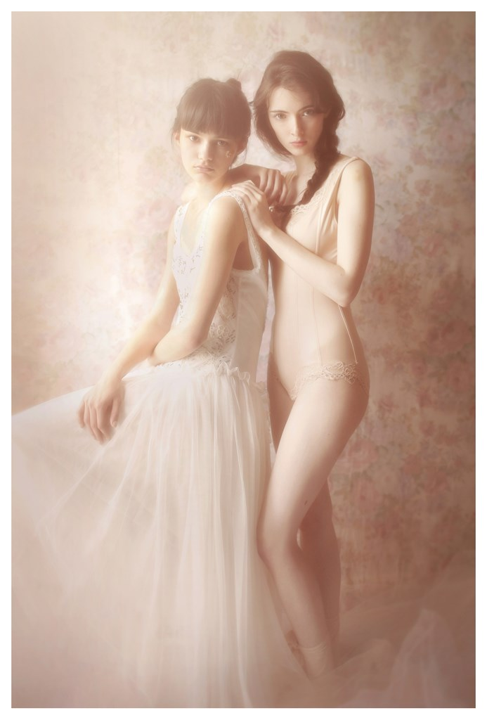 【外人】天才写真家ヴィヴィアン・モクが天使の美少女を写し出すポルノ画像 348