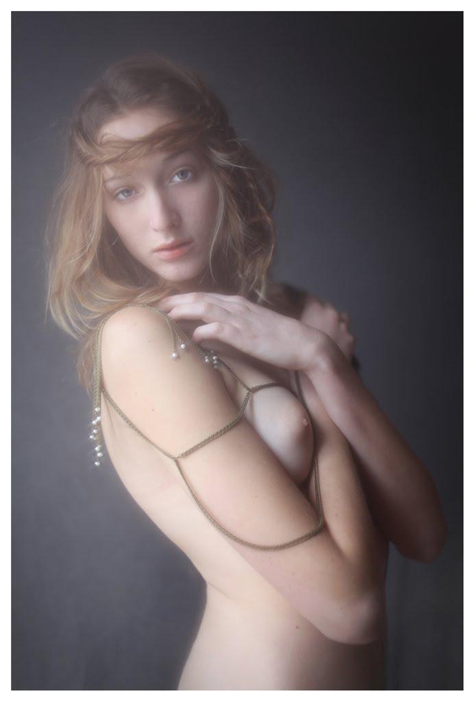 【外人】絵画の世界に居るような美少女のセミヌードポルノ画像 362
