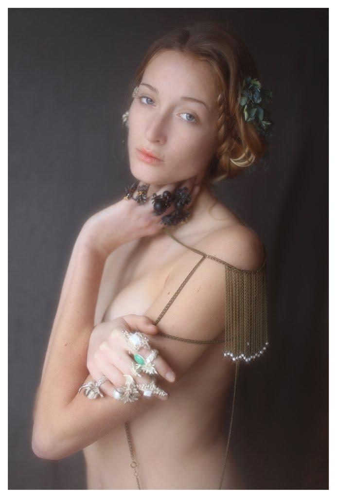 【外人】絵画の世界に居るような美少女のセミヌードポルノ画像 372