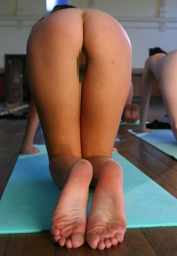 【外人】全裸で集団ヨガに励む美女達のセクシーポルノ画像 380