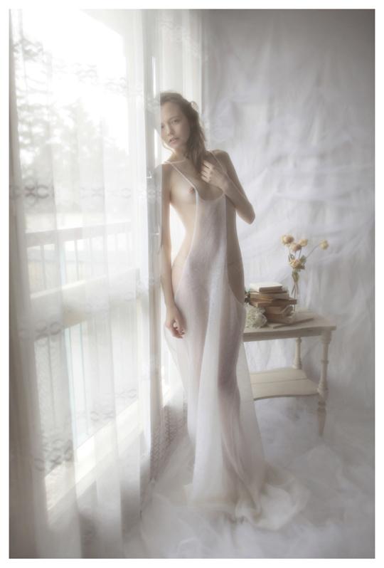【外人】ブロンドヘアのガチ天使が魅せるプライベートセミヌードポルノ画像 419