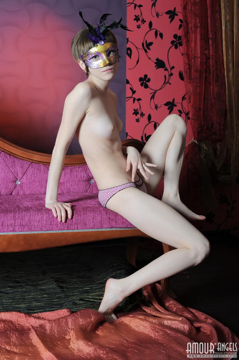 【外人】幼児体型貧乳ピンク乳首ネッリ(Nelli)のロリロリパイパンまんこポルノ画像 49