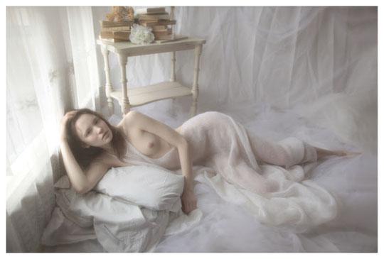 【外人】ブロンドヘアのガチ天使が魅せるプライベートセミヌードポルノ画像 518
