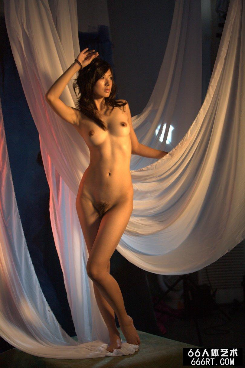 【外人】中国人のロリ顔美少女がおっぱい晒すポルノ画像 533