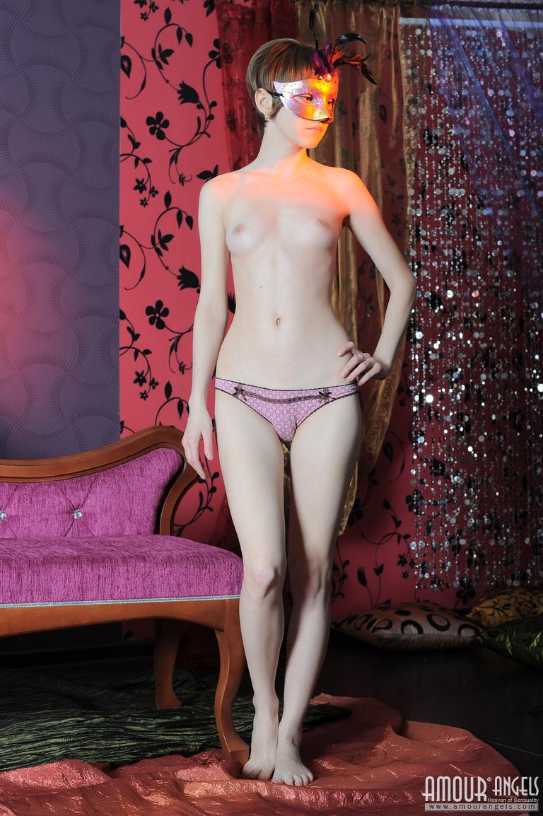 【外人】幼児体型貧乳ピンク乳首ネッリ(Nelli)のロリロリパイパンまんこポルノ画像 59