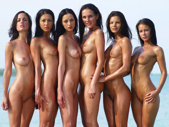 【外人】世界の美女だけが集合した野外露出のヌードポルノ画像 622