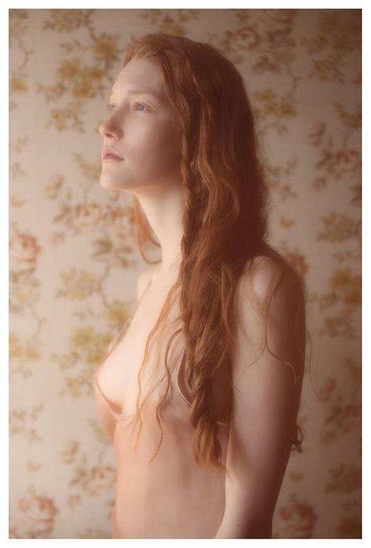 【外人】絵画の世界に居るような美少女のセミヌードポルノ画像 626
