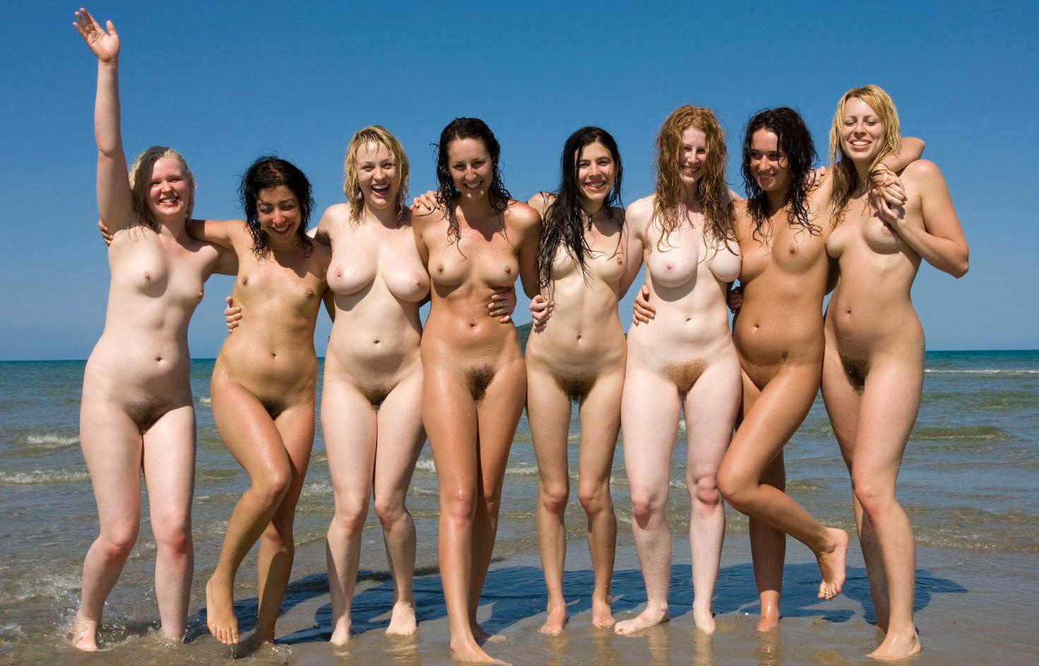 【外人】全裸でお構いなしに記念撮影しちゃう素人美女の露出ポルノ画像 632