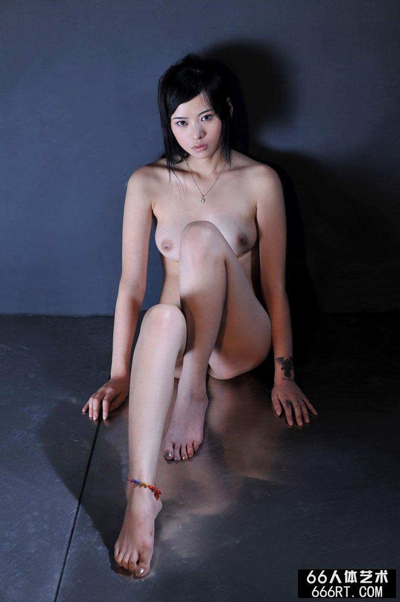 【外人】中国人のロリ顔美少女がおっぱい晒すポルノ画像 633