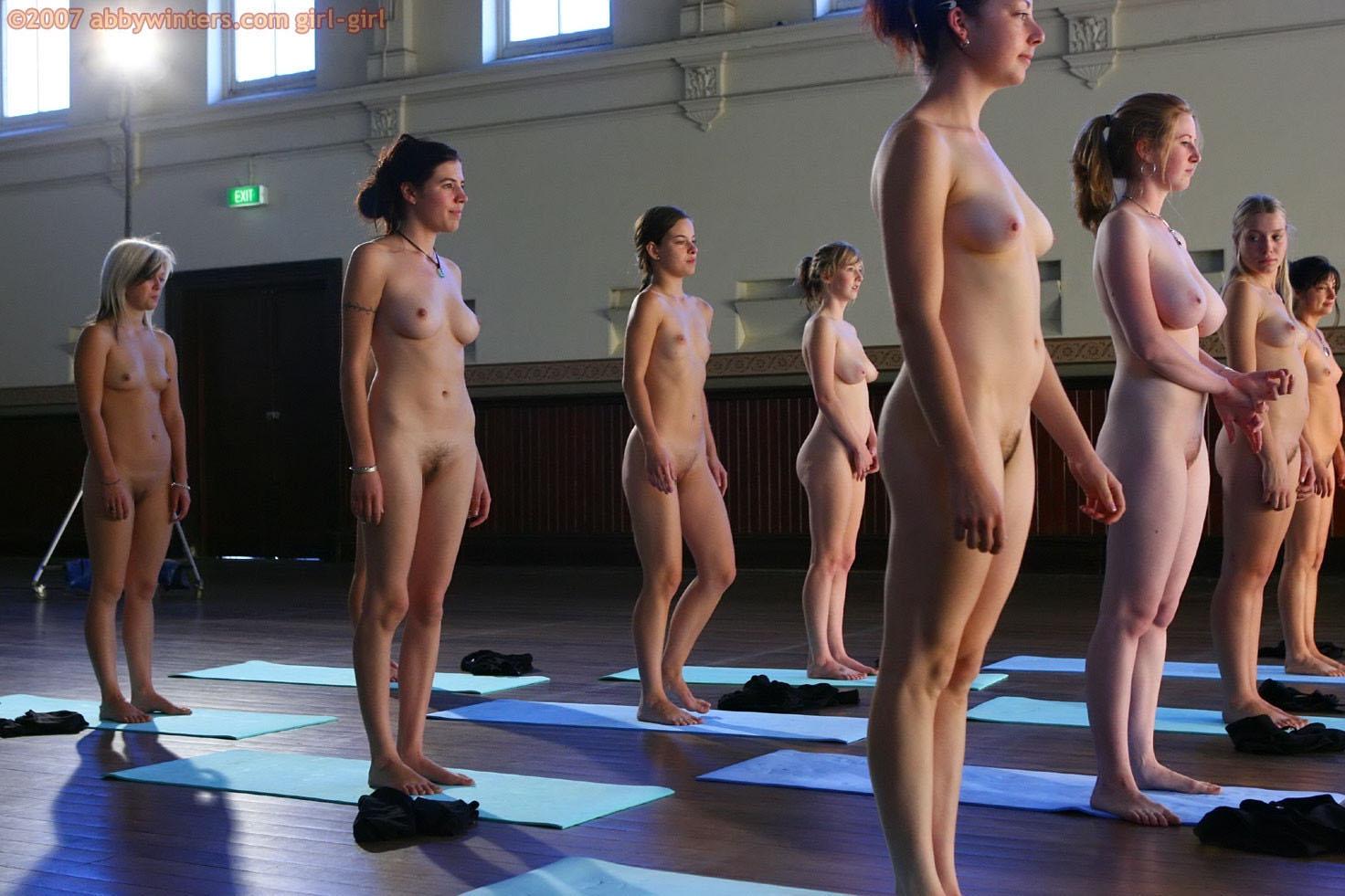 【外人】全裸で集団ヨガに励む美女達のセクシーポルノ画像 648